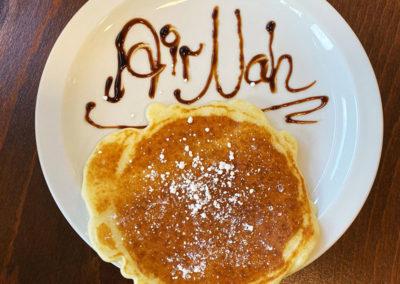Pancakes beim Frühstücksbuffet im AiRNah Café an der Sorpe
